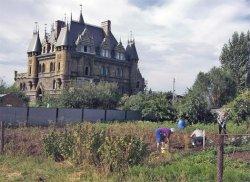 Средневековый замок на... дачном участке под Тольятти
